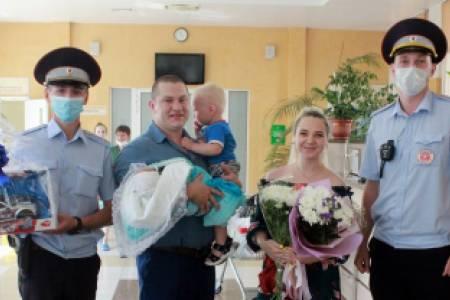 В Кемерове сотрудники Госавтоинспекции помогли семейной паре экстренно добраться до родильного дома