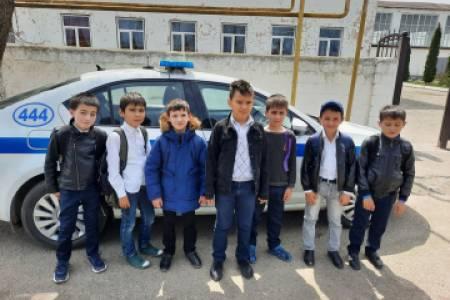 В Кабардино-Балкарии сотрудники полиции знакомят школьников с работой Госавтоинспекции